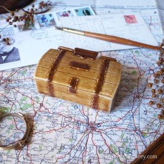 陶器でできた小さな宝箱 / Vintage China Trinket Box by Wade