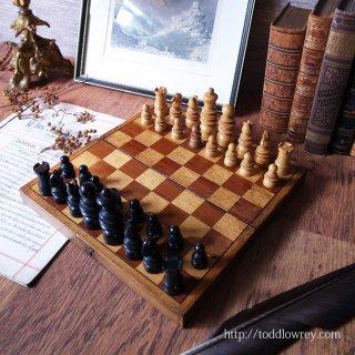 聖ゲオルギオスの名をもつ英国伝統のチェスメン /  Antique Chessmen & Folding Chess Boad