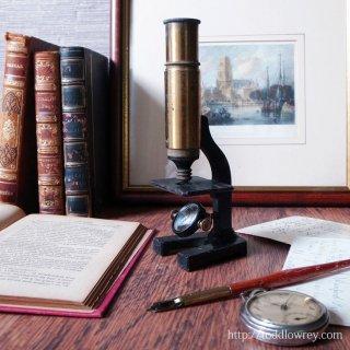 未来の研究者達が覗いた光の窓 / Antique Student Microscope