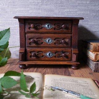 シルバーグレインの天板をもつ小家具を使いこなす / Antique Oak Desktop Chest of Drawers