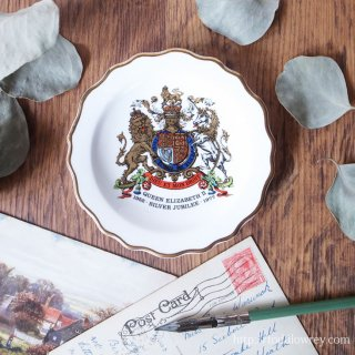 「神と我が権利」を描いた小さな絵皿 / Vintage Coronation Plate Queen Elizabeth � 1977