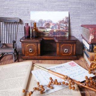 妙なる胡桃の木を纏った特別な家具 / Antique Miniature Inlaid Chest of Drawers