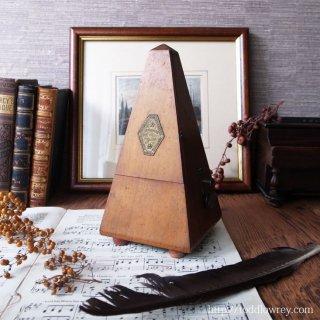 空気を揺らすリズミカルな響き / Antique Maelzel Metronome