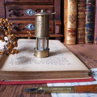 ブラックゴールドを掘り出すために / Antique Miniature Coal Miner Oil Lantern