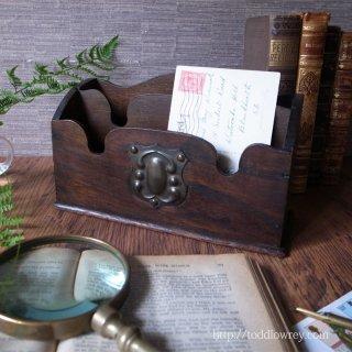 シールド・カルトゥーシュをもつオークの状差し / Antique Oak Letter Rack with Shield Cartouche