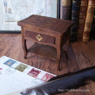微笑みをくれる小さな実用品 / Vintage Miniature Table