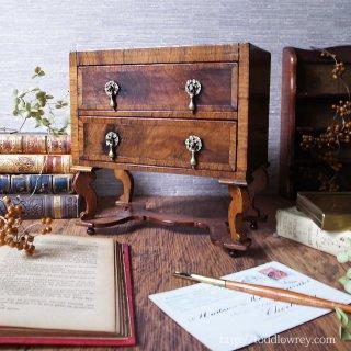飴色の古艶に英国家具の伝統が宿る /Antique Miniature William Mary Style Chest on Stand