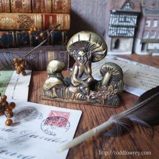 キノコの下で寛ぐイングランドの妖精 / Vintage Small Letter Rack