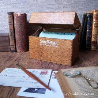 ミシガン湖のほとりからきたオークの小箱 / Antique Shaw-Walker Small Filing Box