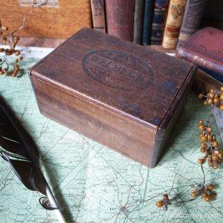 紫煙を護る材の箱 / Vintage Cigar Box