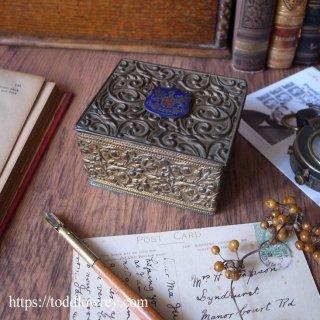 誇り高き街の美しき小箱 / Antique Brass Box
