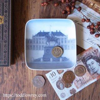 北の女王の住まう場所 / Vintage Royal Copenhagen Square Pin Dish
