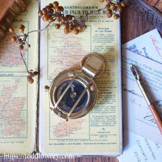 西北西に進路をとれ / Antique Prismatic Marching Compasses by F.BARKER & SON 1936