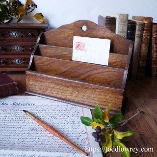 誠実な材と手で作られた小道具 /Antique Oak Letter Rack
