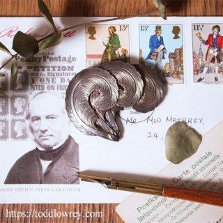 三本の羽の意味するもの / Vintage Brooch