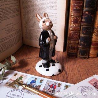 17世紀からの伝統と威厳を纏うウサギ法律家 / Vintage Royal Doulton Lawyer Bunnykins 1999