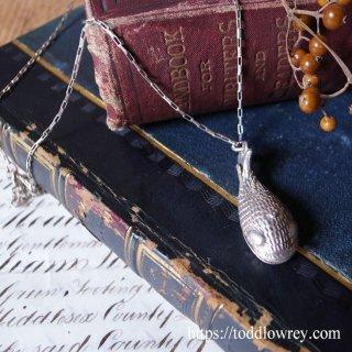 銀のクジラがもつ秘密 / Vintage Sterling Silver Whale Necklace