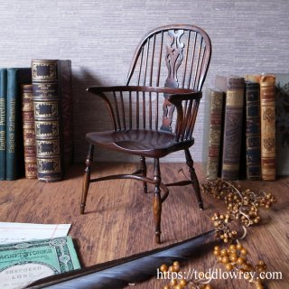カール・ギボンズ氏のウィンザーチェア / Antique Miniature Wooden Windsor Armchair