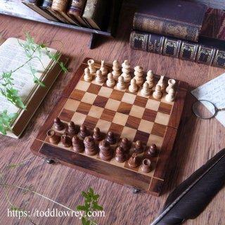 チェスは人生を費やすのに十分美しい / Vintage Portable Wooden Boxed Chess Set