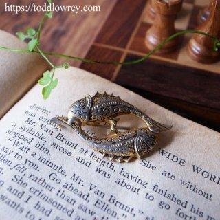 廻る魚を胸元に / Vintage Double Fish Brooch