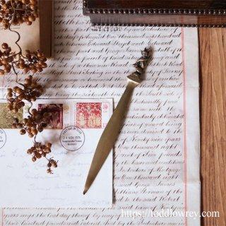 悪戯な妖精が開封のお手伝い / Vintage Brass Small Letter Opener