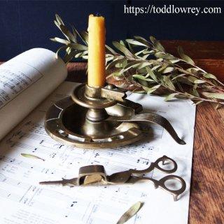 炎に照らされる聖ダンステンの御守り / Antique Brass Candle Holder & Candle Snuffer