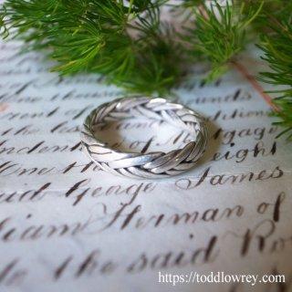 銀の紐を編み込んだ環 / Vintage Braided Silver Ring