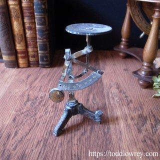 振り子が導く歴史と進化 / Antique Postal Balance Pendulum Scale