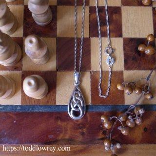 涙の雫とケルティックノット / Vintage Sterling Silver Necklace with Teardrop Charm