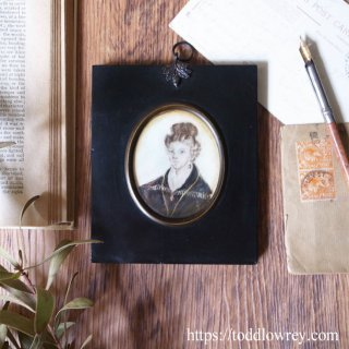 微笑むレディに見守られて / Antique Miniature Lady Portrait in Ebonised Frame