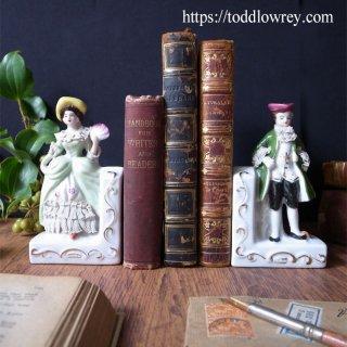 本を挟んで立つ二人 / Antique Lady & Gentleman Bookends