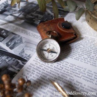 探検家気分で / The Pathfinder Antique Small Brass Pocket Compass