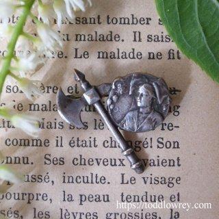 かつてのジャンヌ・アシェットのように / Antique Brooch Hachette & Alsace Lady