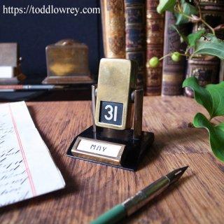 語りかけてくるアール・デコのデスクカレンダー / Antique Art Deco Brass Flip Over Perpetual Desk Calendar