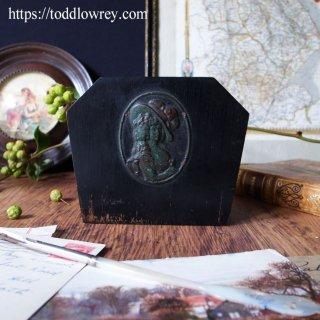 羽根帽子のレディのレターラック / Antique Victorian Wooden Letter Rack with Metal Plaque