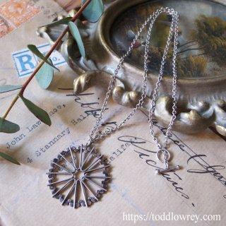 銀で出来た太陽の光条 / Vintage Sterling Silver Pendant
