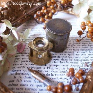 丸穴から覗く亜麻の歴史/ Antique Brass Pillar Type Linen Prover Powerful Magnifying Glass in Brass Case