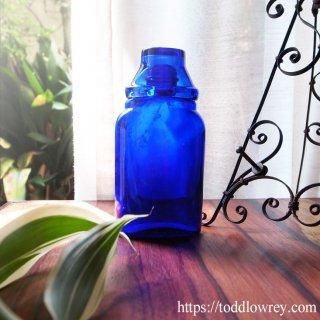 目を潤すコバルトブルーのガラスボトル/ Vintage Cobalt Blue Optrex Eye Lotion Bottle & Eye Bath
