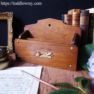 華麗で美しい花が手向けられたレターラック/ Antique Oak and Brass Arts & Crafts Art Nouveau Letter Rack
