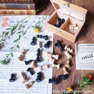 良い手を見つけたらもっと良い手を探しなさい / Vintage German Staunton Chessmen with Box