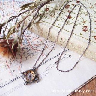 永遠の導きを象徴するナビゲーションデバイス/ Antique Silver Compass Charm Pendant