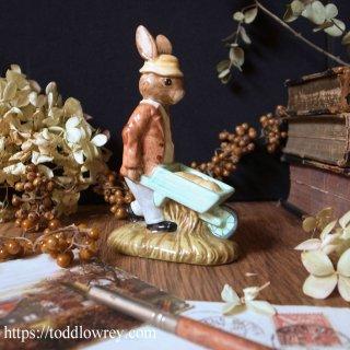 ウサギ庭師が作業中 / Vintage Royal Doulton