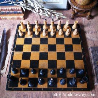 チェスはなによりもまず芸術 / Vintage Russian Portable Wooden Boxed Chess Set