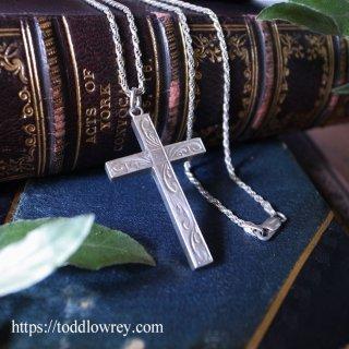 天と地の交わりを感じて / Vintage Silver Carved Cross Pendant & Twist Chain