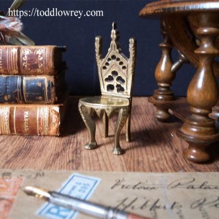 意匠を詰め込まれすぎた小さな椅子 / Antique Miniature Brass Chair