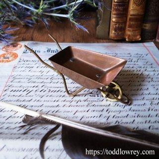 こびと用の手押し車はいかが / Antique Miniature Wheelbarrow