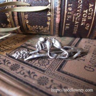 三匹の鼠が何してる / Vintage Three Mice Brooch by MASJ