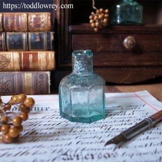 ソーダ色のガラス瓶 / Antique Penny Ink Bottle