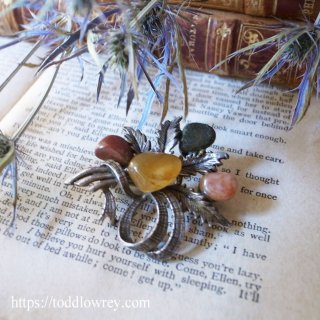 アザミの花束をチェックのリボンで束ねて / Vintage Celtic Brooch