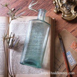 スプーン一杯を丁寧に測ろう / Antique Bottle with Tablespoon Graduation Marks